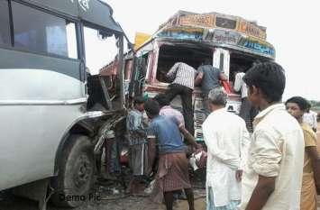 कोंडागांव में ट्रक और यात्री बस में भीषण भिड़ंत, ड्राइवर की मौत, दर्जनभर यात्री घायल