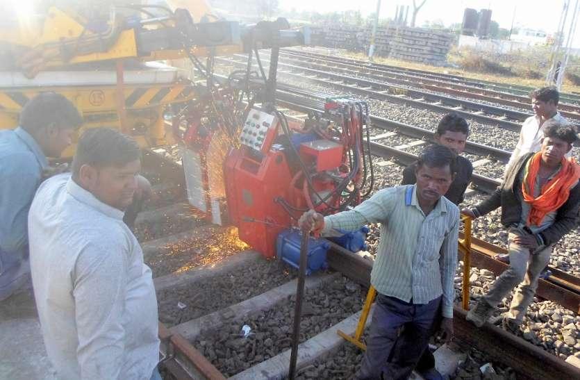 अब 18 टन की जगह 22 टन का वजन झेल पाएंगी पटरियां, रेलवे कर रहा ट्रेक में बदलाव