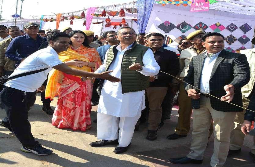 जलमहल की पाल पर मनाया गया काइट फेस्टिवल, मंत्री विश्वेन्द्र सिंह और MP दीया कुमारी रहीं मौजूद