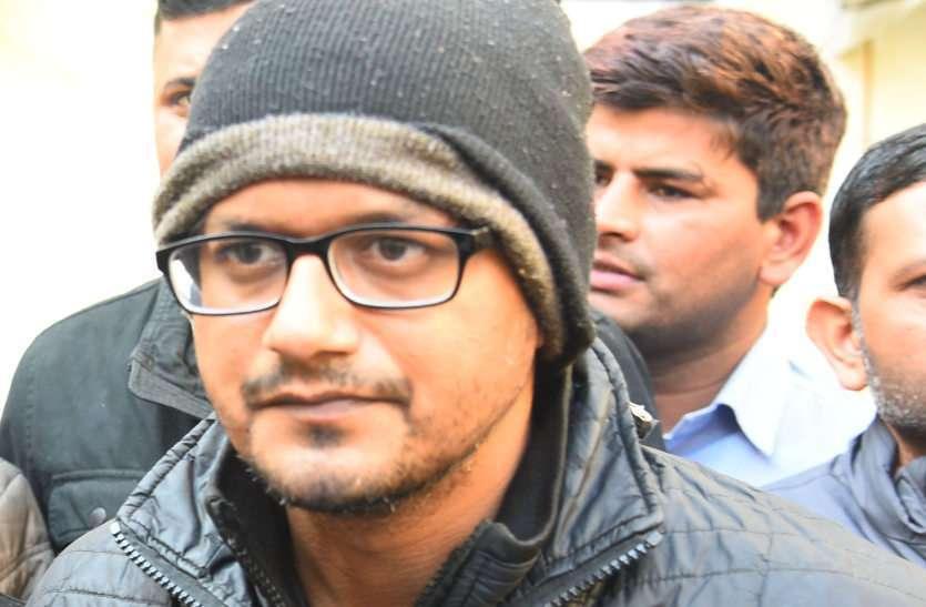रोहित के खिलाफ सबूत जुटाने में पुलिस को आ रहा पसीना, गंदे नाले में उतारे तीन तैराक, नहीं मिला मोबाइल