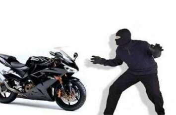 इसलिए चोरी हो रही है घर के बाहर खड़ी बाइक