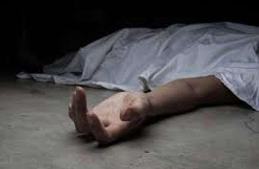गले में पहने धागे में बांध रखी थी घर की चाबी, ताला खोलते समय हुआ कुछ ऐसा कि हो गई मौत