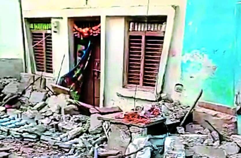 मुंदेड़ी में मकान की गैलरी गिरी, मासूम की मौत, दो महिलाएं घायल