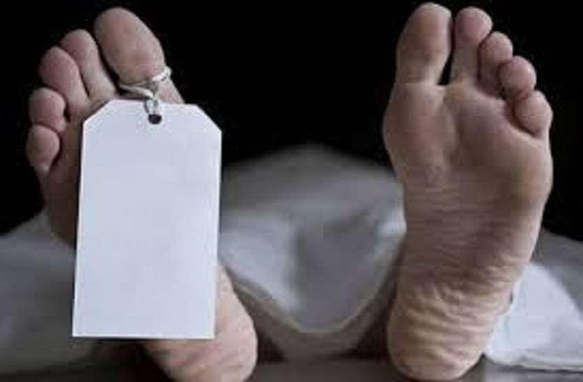 पलंग से नीचे गिरने से गर्भवती महिला की मौत
