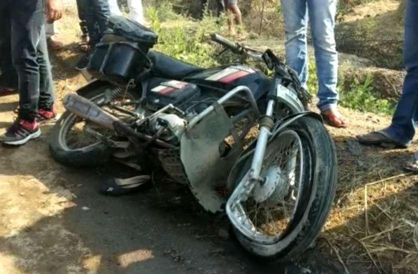 बाइक सवार दंपती को टैंकर ने रौंदा, पति-पत्नी की मौत, बेटी गंभीर
