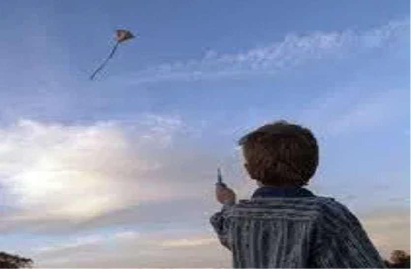 पतंग उड़ाते समय छत से गिरा 8 वर्षीय बालक