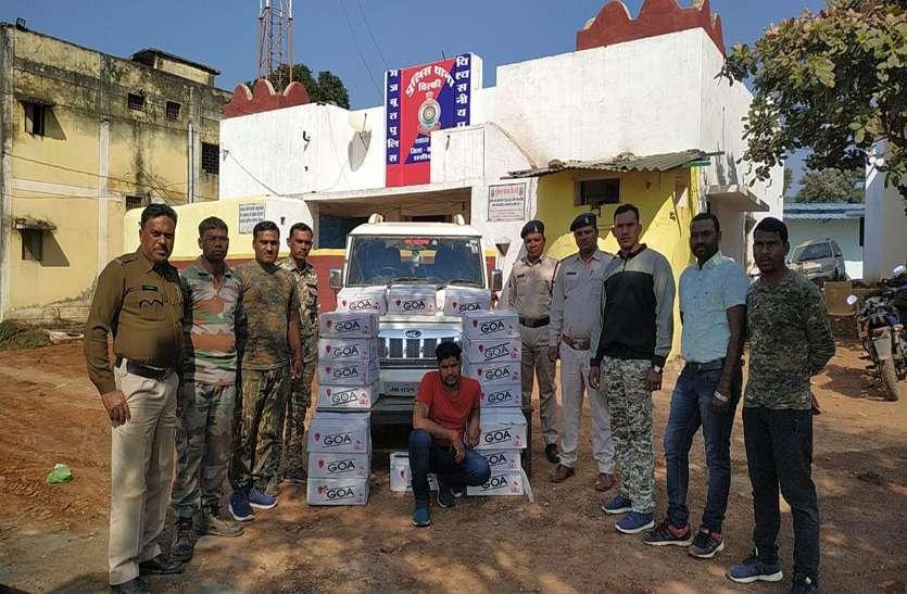 डोंगरगढ़ मंदिर परिसर में शराब से भरी लग्जरी कार छोड़कर भागा तस्कर, लाखों रुपए का अवैध शराब जब्त