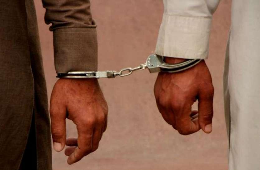 नकली विदेशी शराब की फैक्ट्री का खुलासा, तीन लोग गिरफ्तार