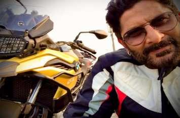 अरशद वारसी ने जॉन अब्राहम को गिफ्ट की 12 लाख की सुपर बाइक, फीचर्स जानकर उड़ जाएंगे होश