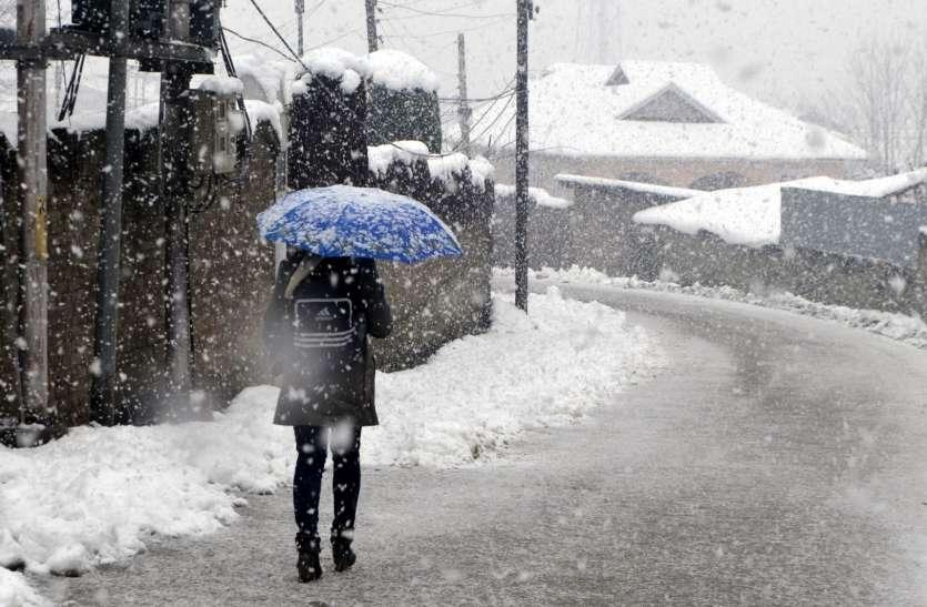 पहाड़ी राज्यों में बर्फबारी से फिर बढ़ी सर्दी, चौबीस घटे में 2.6 डिग्री लुढक़ा पारा
