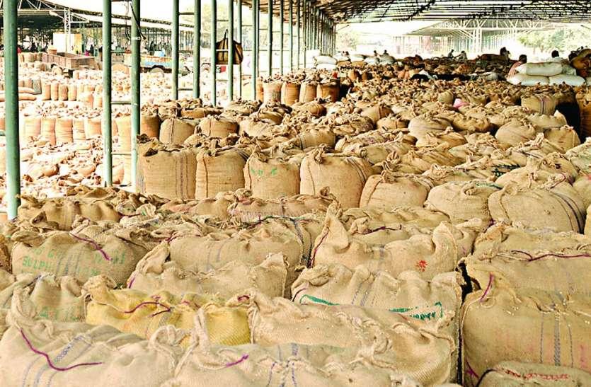 दर्जनभर धान खरीद केन्द्रों पर बारदाना नहीं, किसान परेशान