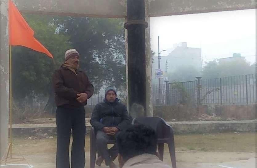 Makar sankranti सर्द मौसम में जब लोग रजाई में दुबके थे, RSS के स्वयंसेवक घरों की घंटी बजा रहे थे, देखें वीडियो
