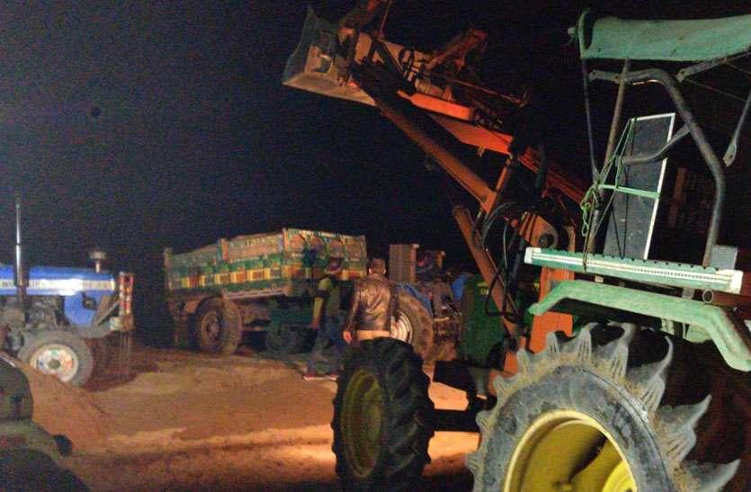 रात के अंधेरे में बनास नदी में एसआइटी की दबिश , बजरी के अवैध खनन पर की कारवाई