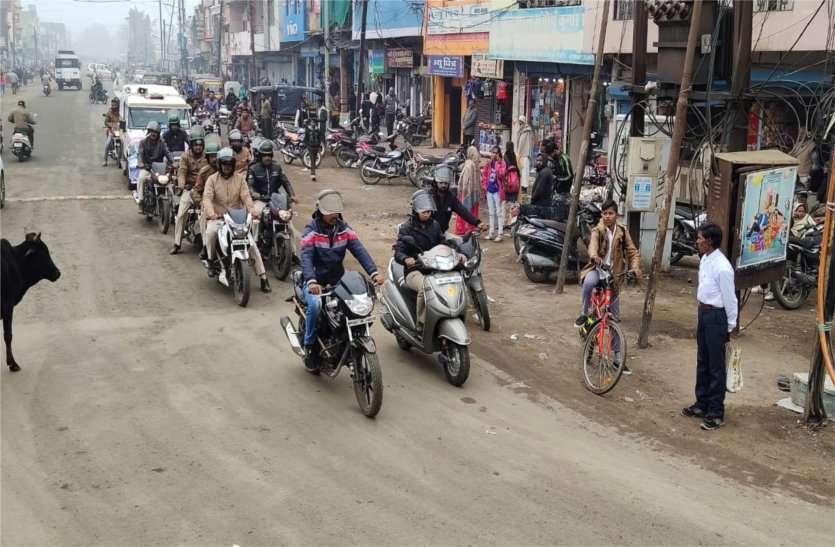 सड़क सुरक्षा के प्रति जागरूक करने पुलिस ने निकाली वाहन रैली, पढ़ें खबर