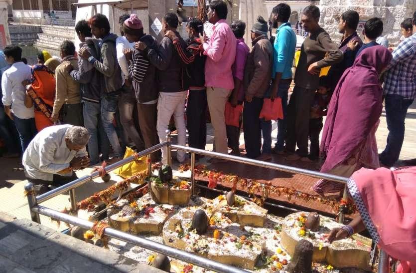 अमरकंटक में उमड़ा सैलाब, 20 हजार से ज्यादा श्रद्धालुओं ने किया स्नान