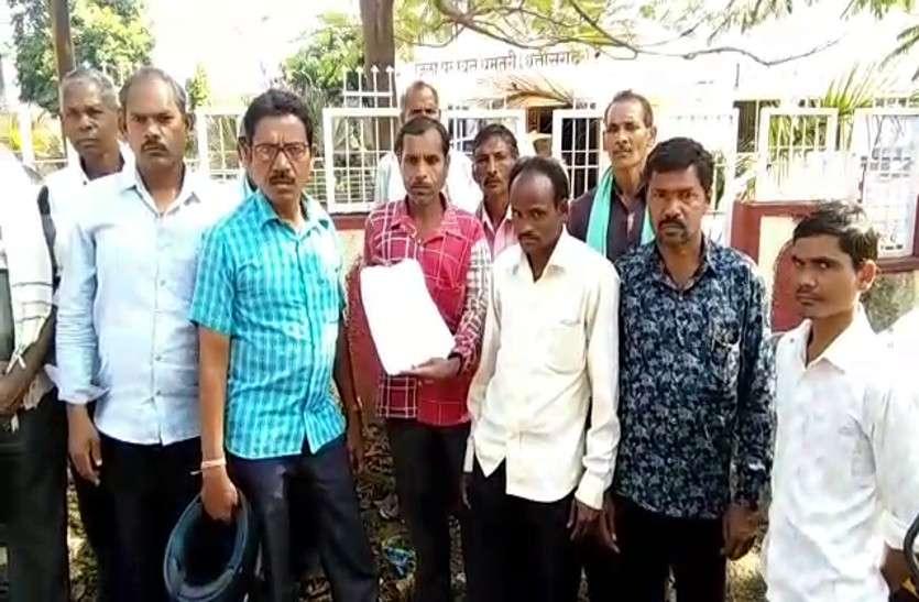 अधिकारियों की गलतियों की वजह से धान नहीं बेच पा रहे किसानों ने जिला प्रशासन को दी चेतावनी