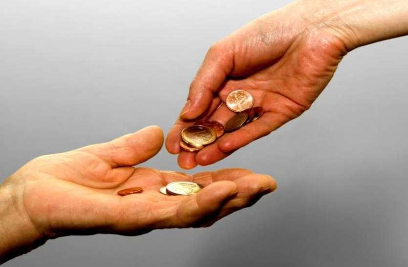 भूलकर भी इस वक्त न करें इन वस्तुओं का दान, नहीं तो होगा बड़ा नुकसान