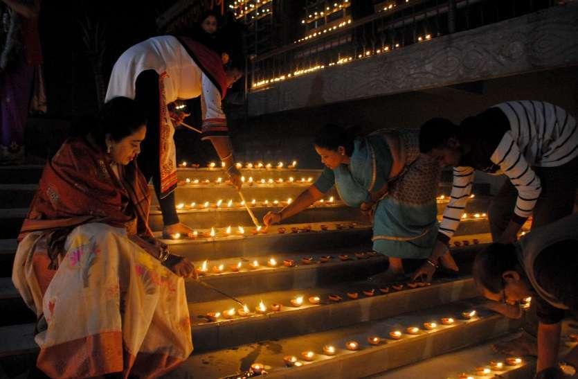Photo Gallery : खुशहाली और उन्नति के लिए अय्यपा मंदिर में रोशन हुए हजारों दीयें