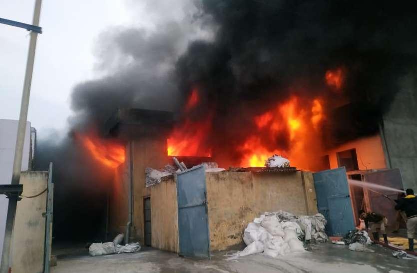जयपुर की मसाला फैक्ट्री में लगी भीषण आग, जलकर सब कुछ हुआ खाक
