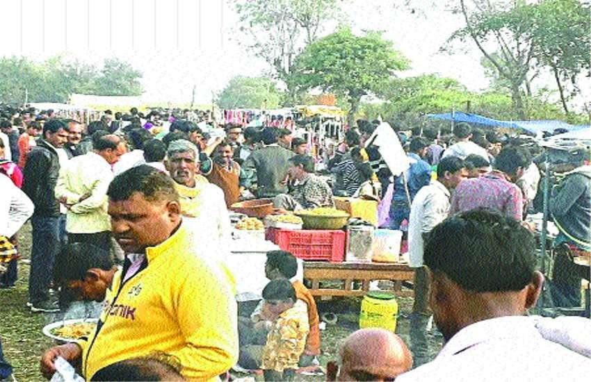 devotees Barman Ghat Makar Sankranti