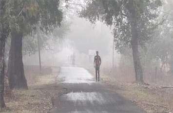 सुबह से छाया रहा घना कोहरा, हुई हल्की बारिश