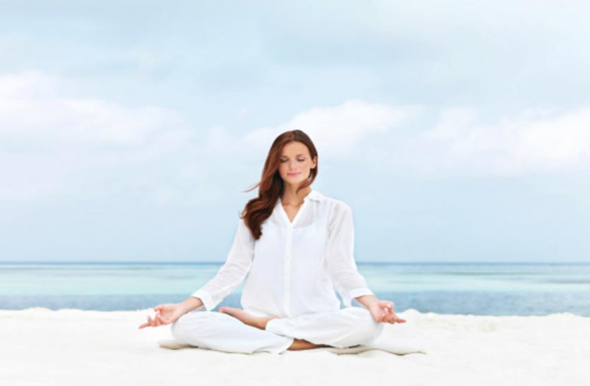 Yoga For Eyes: इन खास योगासनों से बढ़ाएं आंखों की रोशनी