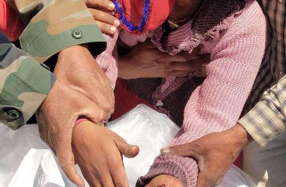 गमगीन माहौल में सैन्य सम्मान के साथ बेटों ने दी शहीद रामेश्वरलाल को मुखाग्रि