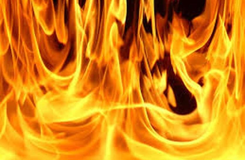 गोदाम में आग से रुई स्वाह