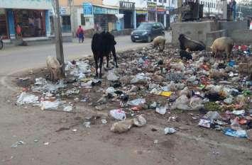 सफाई कार्मिकों की हड़ताल तीसरे दिन भी जारी