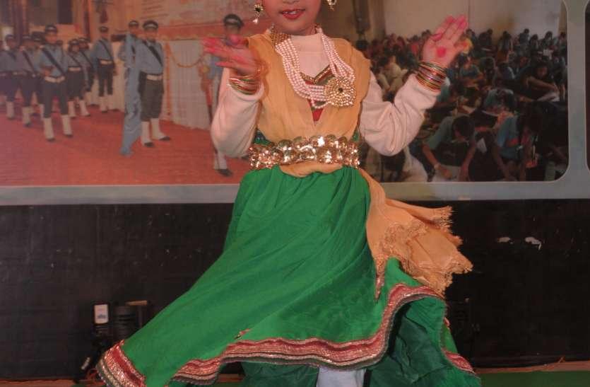 क्लासिकल और वेस्टर्न सॉन्ग्स पर डांस परफॉर्म कर बच्चों ने बांधा समां