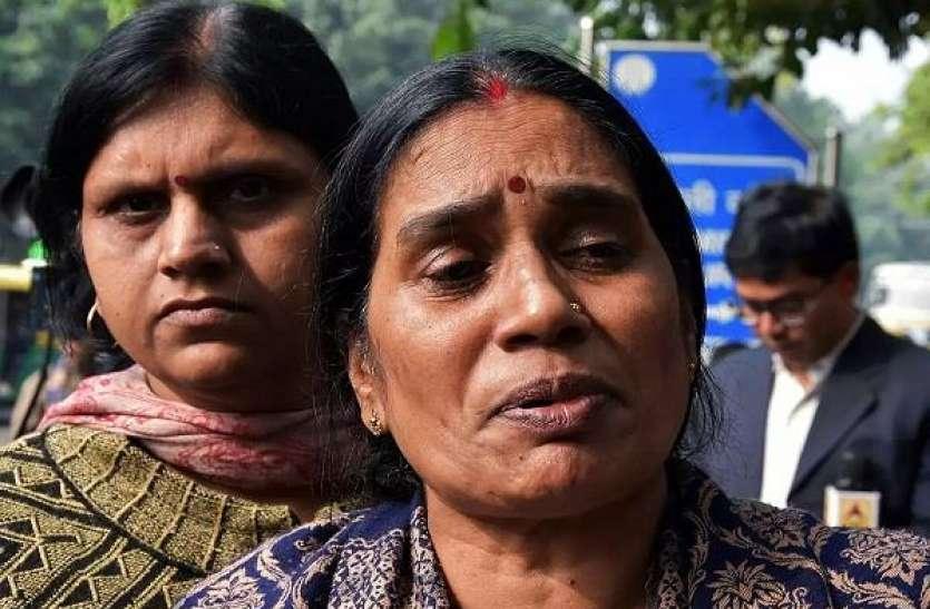 निर्भया की मां का BJP- AAP पर निशाना, PM मोदी से की इतनी बड़ी अपील