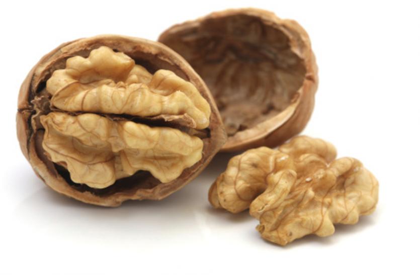 Walnut Benefits: अखरोट खाएं, दिमाग के साथ दिल भी मजबूत बनाएं