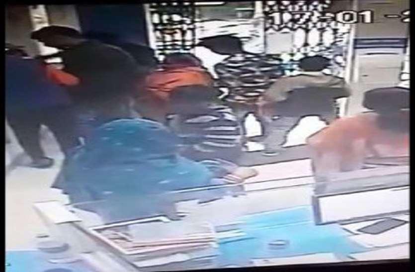 बैंक में घुसकर महिला के थैले से रकम उड़ाने में कंजर गिरोह पर फोकस
