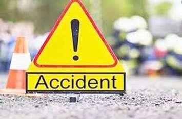Accident: बाइक की टक्कर में पति की मौत, पत्नी समेत तीन घायल