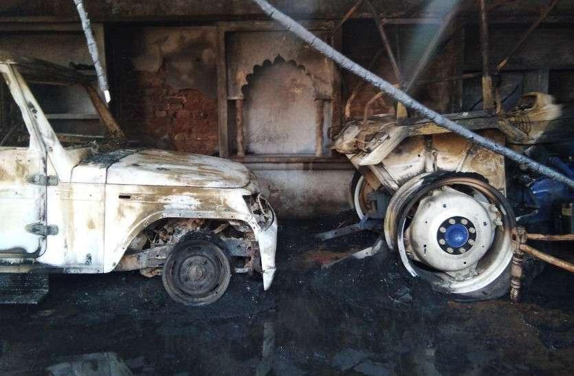 भरतपुर: पुलिस के सामने ही पथराव व फायरिंग, एक घर व दो वाहनों में आग, एक दर्जन घायल