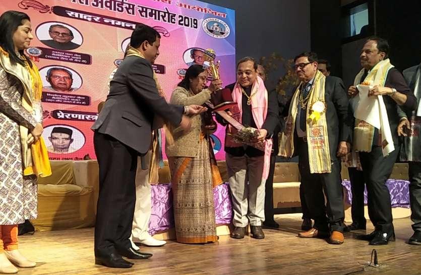 समाज के लिए प्रेरणास्रोत बनी विभूतियों के सम्मान से ताजनगरी गौरवान्वित, देखें वीडियो