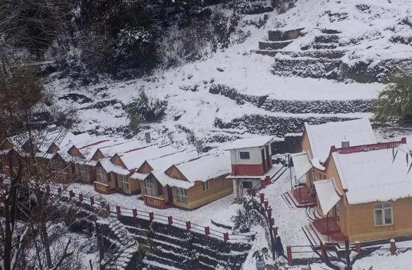 जम्मू में बर्फबारी जारी, दिल्ली समेत इन इलाकों में गिरेगा और पारा