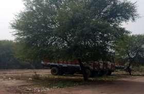 मंडी में खड़े रहते हैं ट्रक: किसानों को होती परेशानी