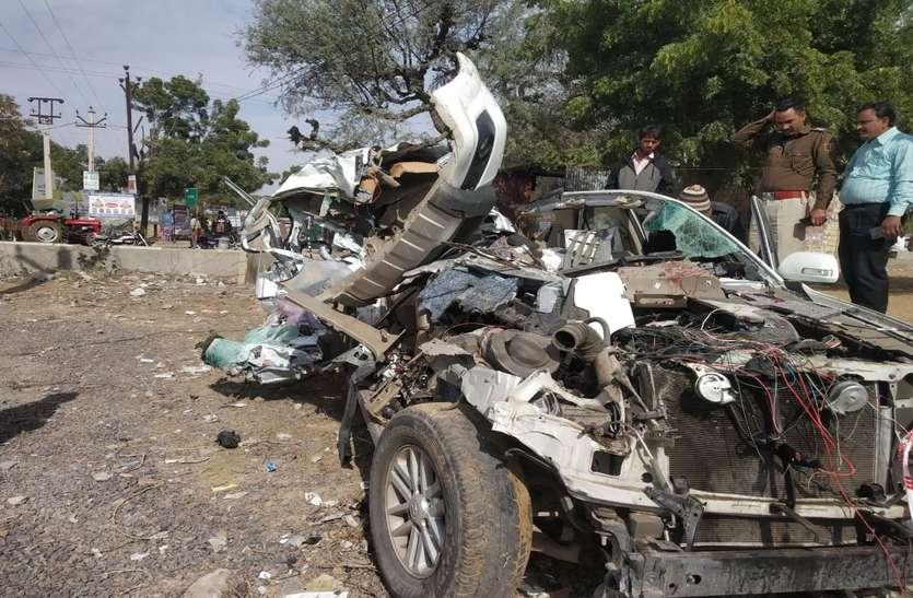 car accident: शादी समारोह में शरीक होने जा रहे कार सवार सात युवकों की दर्दनाक मौत