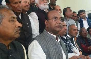 कमलनाथ और दिग्विजयसिंह अधिकारियों के माध्यम से देशभक्तों को दबाना चाहते हैं