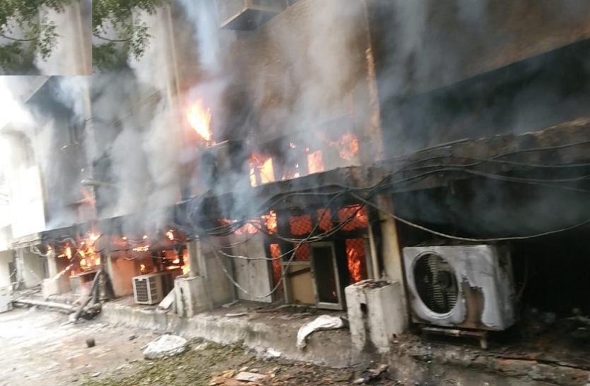 दिल्ली परिवहन निगम के मुख्यालय में लगी आग, दमकल की 8 गाड़ियां मौके पर पहुंची