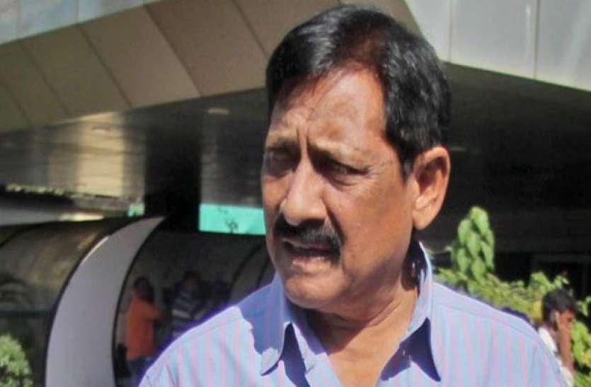 Moradabad: होमगार्ड मंत्री के खेत से चोर ले गए तीन लाख रुपये के सोलर पैनल