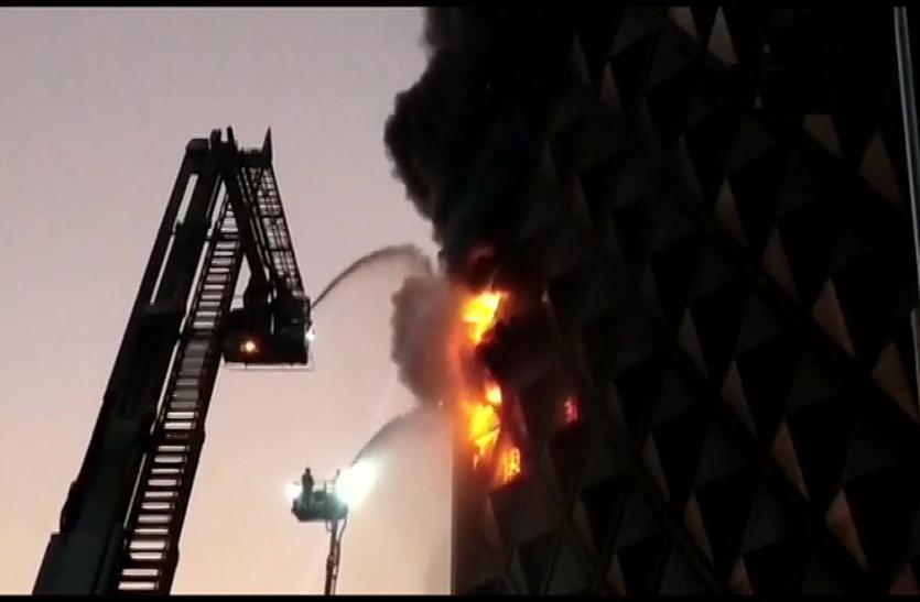 गुजरात: सूरत की 10 मंजिला टेक्सटाइल मार्केट में भीषण आग, दमकल की 50 गाड़ियां पहुंची