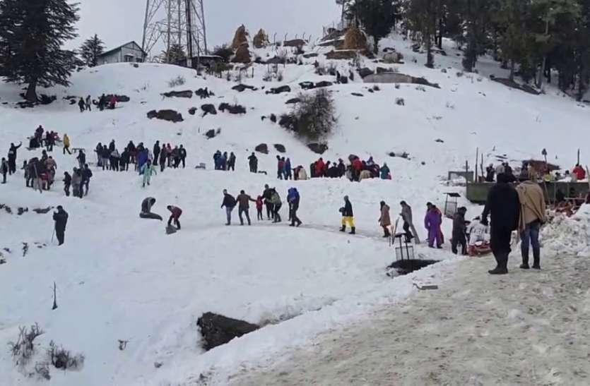 शिमला-मनाली में बर्फबारी, पहुंचने लगे पर्यटक