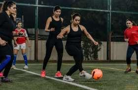 महिलाओं ने फुटबॉल टूर्नामेंट में बिखेरे खूबसूरती के जलवे