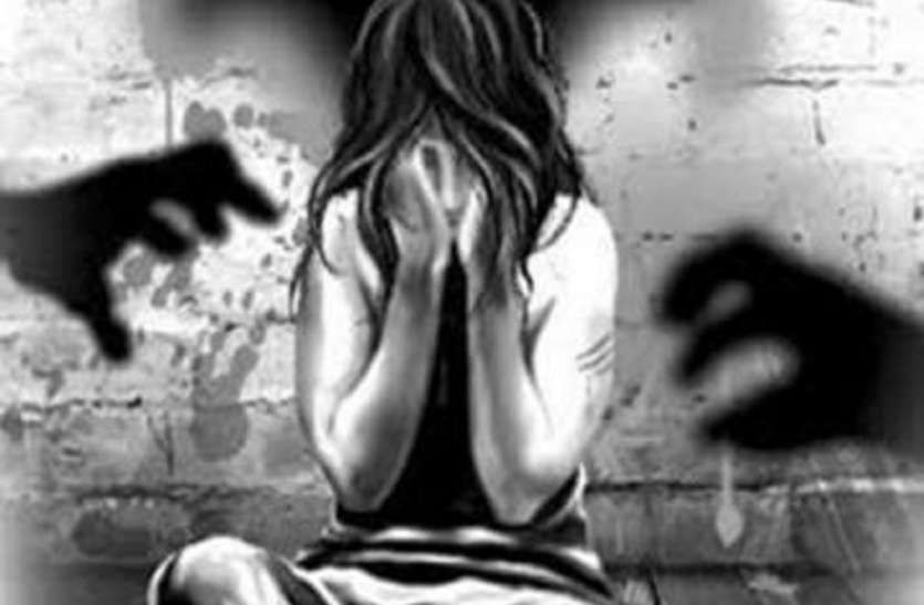 अपवित्र आत्मा निकालने के बहाने गायिका का बलात्कार