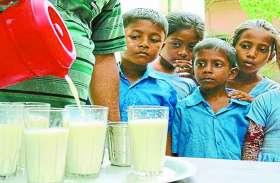 बलौदा बाजार की आंगनबाड़ी के बच्चों को दो माह से दूध प्रदाय बंद