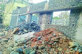 घटिया निर्माण पर नपं के नवनिर्विचित जनप्रतिनिधियों ने जताई नाराजगी