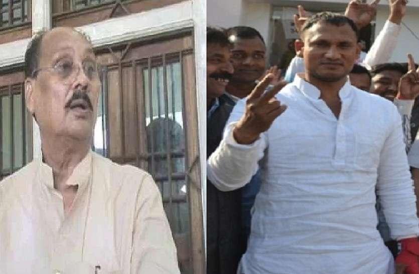 बाहुबली रमाकांत यादव के विधायक बेटे पर जमीन पर अवैध कब्जा का आरोप, हंगामा