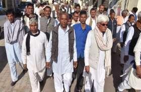 panchyat elecation: अचानक कलक्ट्रेट पहुंचे दर्जनों किसान